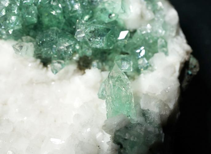 グリーンアポフィライト クラスター-1