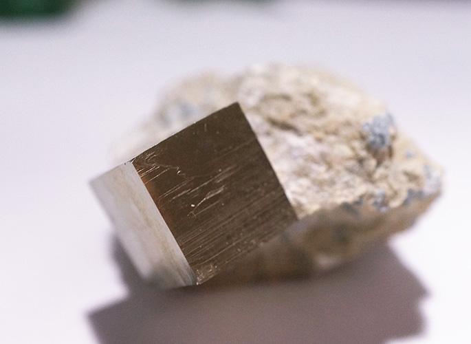 パイライト母岩付き(スペイン産)-1