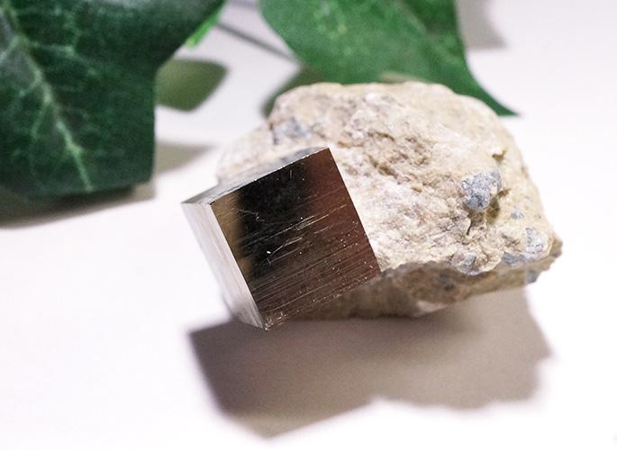 パイライト母岩付き(スペイン産)